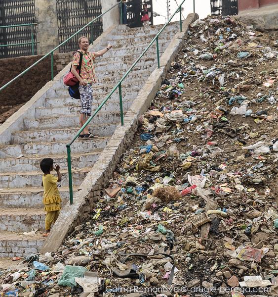 Индия, мусор на улицах города