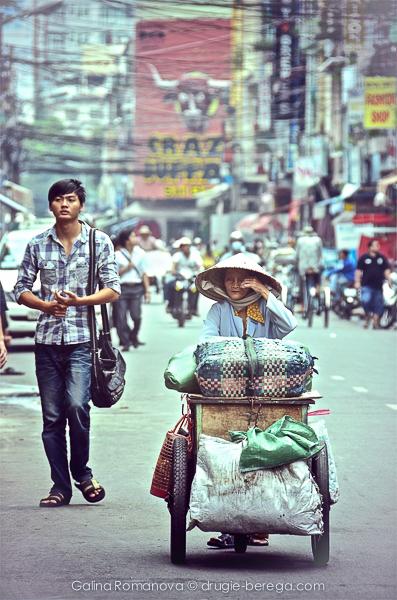 С проводами, кстати, у них такая же беда, как и в Таиланде. Вьетнам, Хошимин.