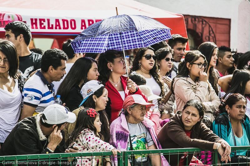 Уличный фестиваль в городе Баньос, Эквадор; Street festival in Banos, Ecuador