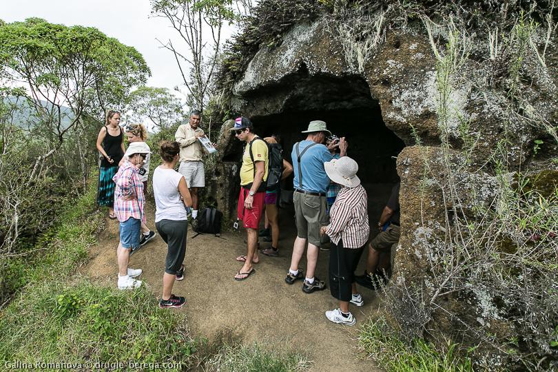 Пиратская пещера на острове Флореана, Галапагосы. Жилище Фридриха Виттмера на острове Флореана. Galapagos, Floreana island