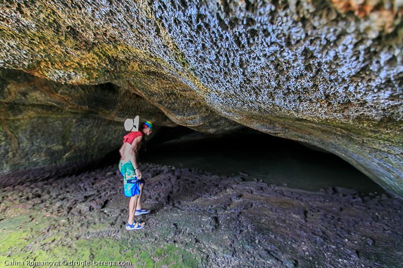 Лавовый тоннель на острове Изабела, Галапагосские острова
