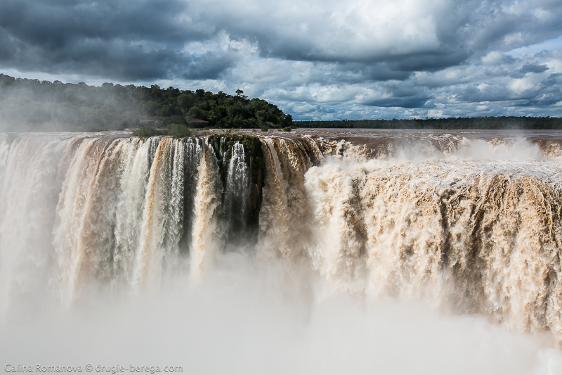http://drugie-berega.com/wp-content/uploads/Iguazu-Falls-Argentina-21.jpg