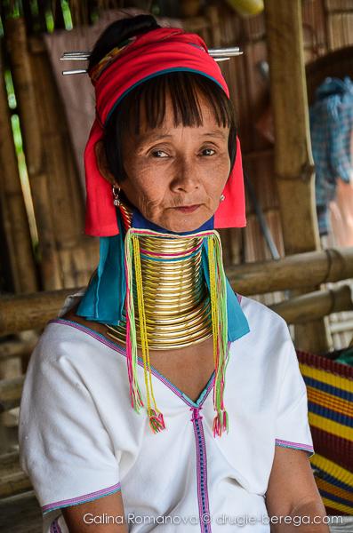 Женщина из длинношеего племени Карен, северный Таиланд