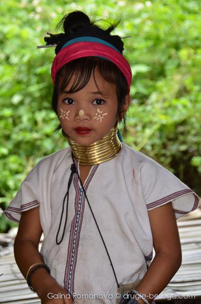 Юная представительница племени Карен