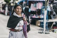 Покупательница на рынке