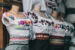 Белая блузка с вышивкой - часть национального костюма женщин Отавало