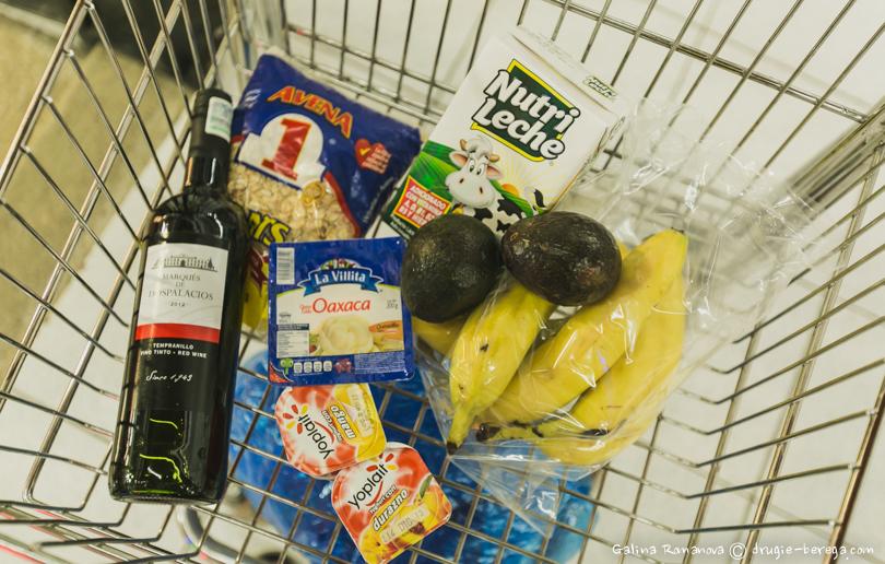 Покупка продуктов в супермаркете в Сан-Кристобаль-де-лас-Касас