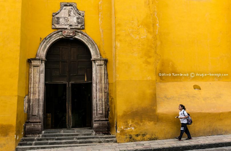 Разноцветные дома в Сан-Мигель-де-Альенде; San Miguel de Allende