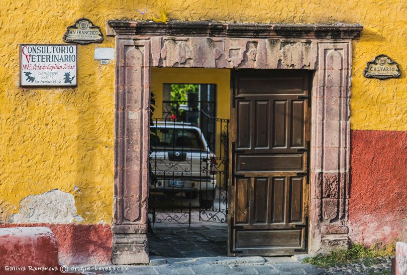 Старинные ворота в Сан-Мигель-де-Альенде; San Miguel de Allende