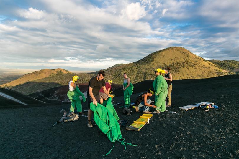 Вулканобординг в Никарагуа, вулкан Серро-Негро. Volcano boarding, Nicaragua, Cerro Negro