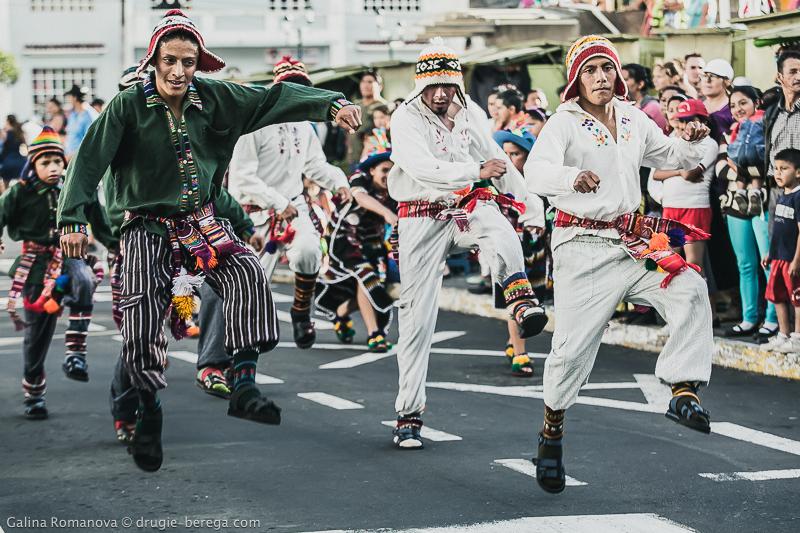 Октябрьский фестиваль в городе Баньос, Эквадрор; Fiestas Octubrinas de Banos de Agua Santa, Ecuador